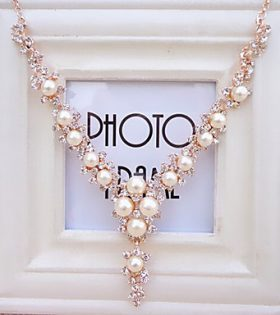 Women pearl necklace